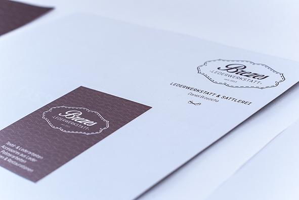 Geschäftspapiere: Visitenkarte und Briefpapier